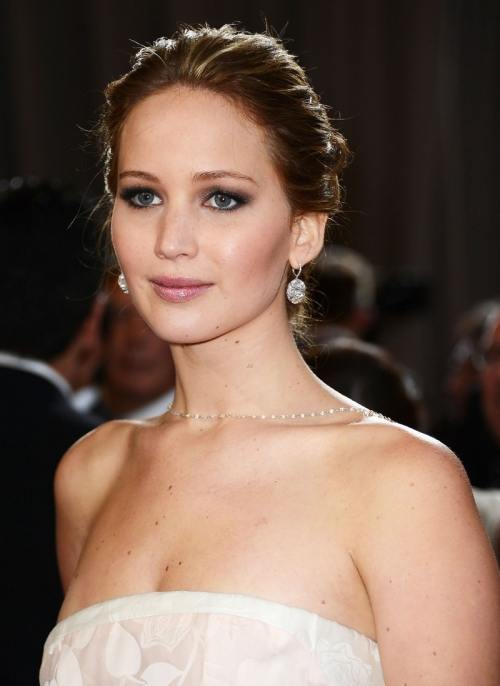 jennifer-lawrence-wins-best-actress-falls-on-stage-11